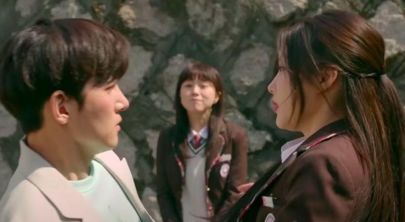 ▲劇中,池昌旭(左)遇到高中時的金裕貞,開啟緣分。(圖/愛奇藝台灣站)