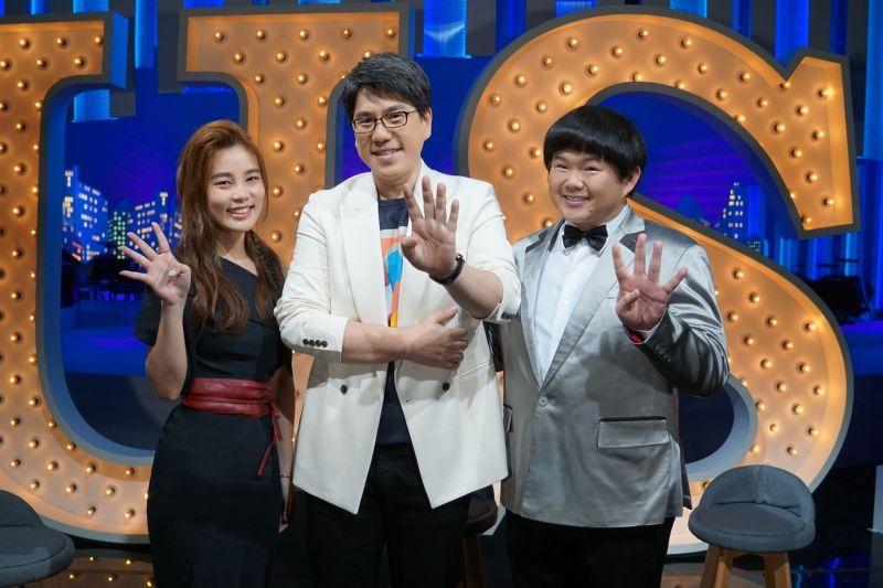 ▲林育群(右起)、馬世芳、李佳歡用歌聲療癒人心。(圖/公視提供)