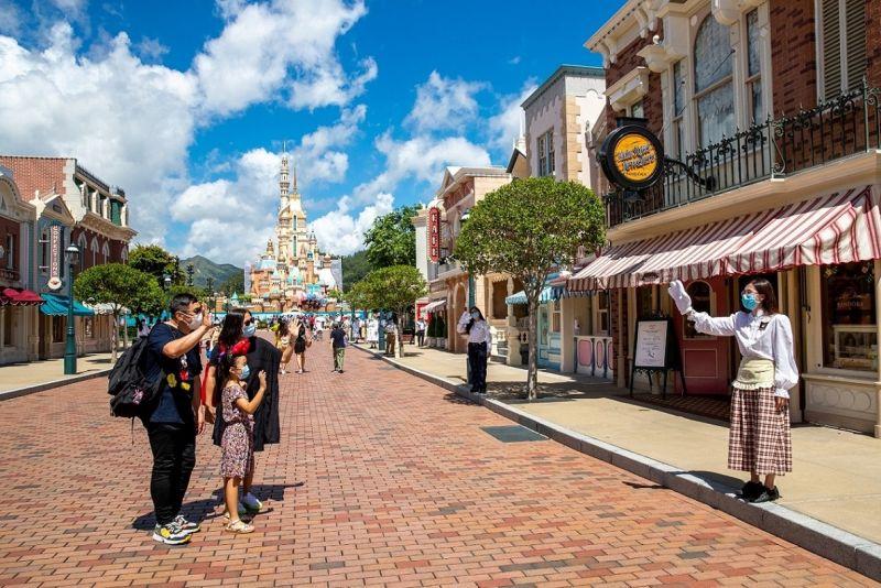 ▲香港迪士尼樂園度假區宣布重新開放,是繼上海迪士尼後,全球第二座重新開放的迪士尼樂園。(圖/香港迪士尼樂園度假區)