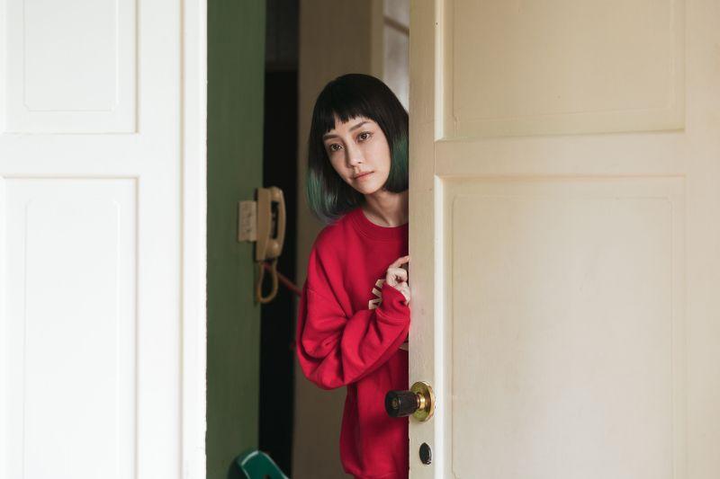 ▲謝欣穎在《怪胎》中飾演超爽朗的直球女。(圖/牽猴子)