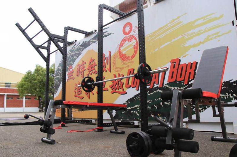 30分鐘搭設完畢!海軍陸戰隊推移動式健身房