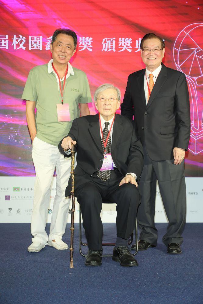 ▲朱延平導演(左)和李行導演(中)一起出席。(圖/校園鑫馬獎執行委員會)