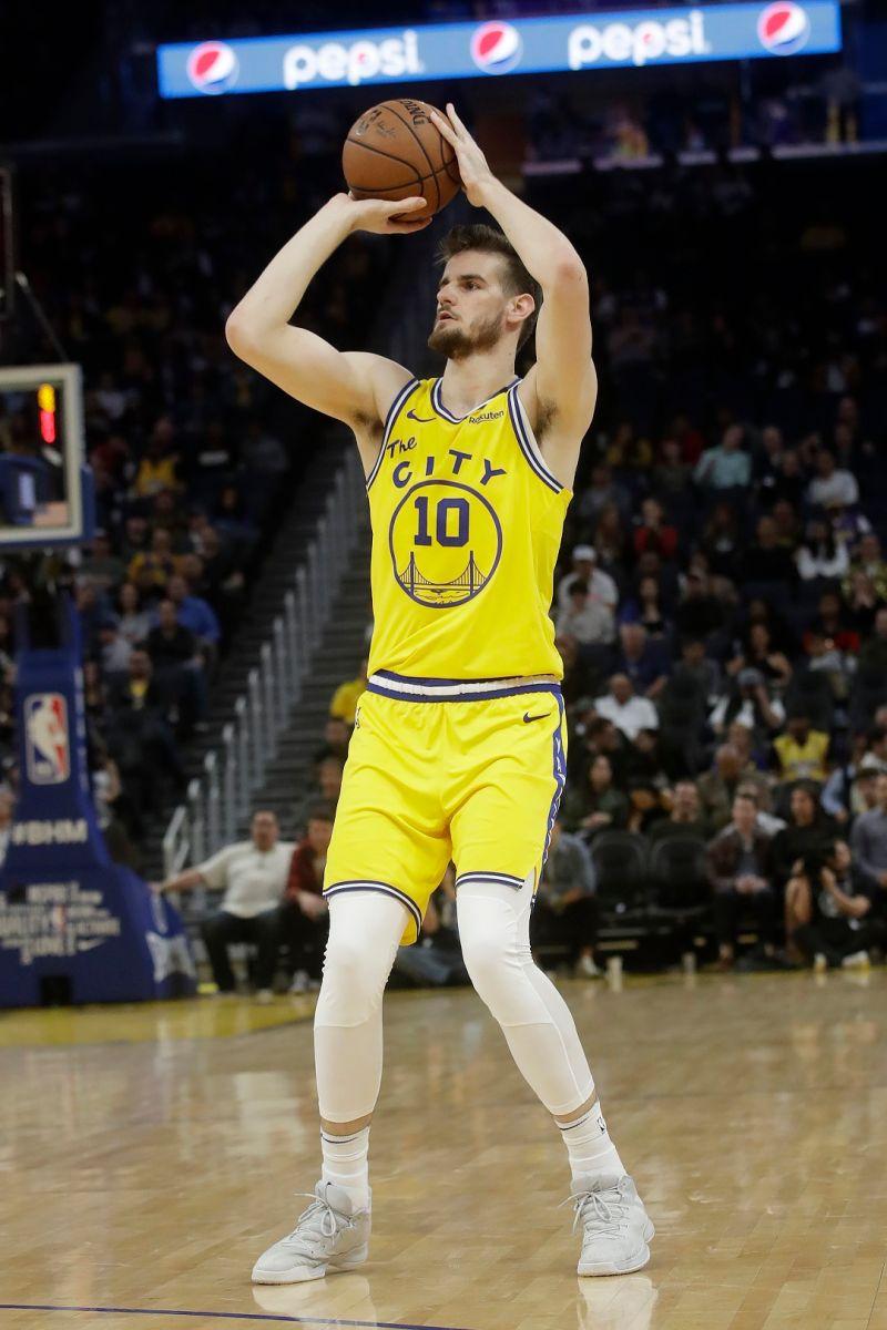 NBA/7呎身高又能投三分 勇士想開長約留下陣中年輕長人