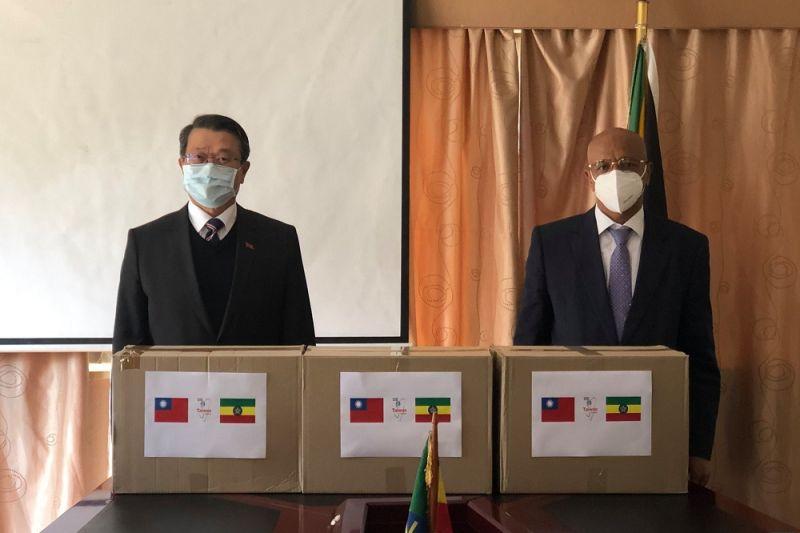 ▲台灣日前捐贈10萬片口罩給衣索比亞。(圖/翻攝Taiwan