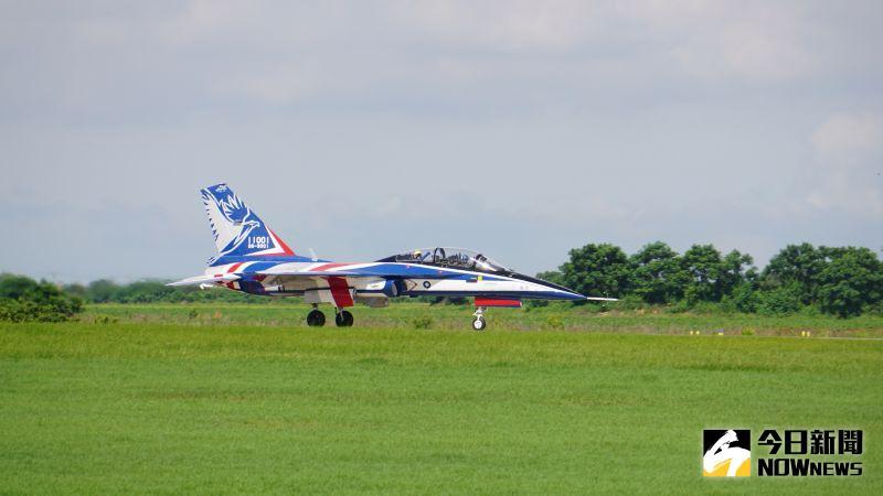 勇鷹高教機22日舉行首飛展示。