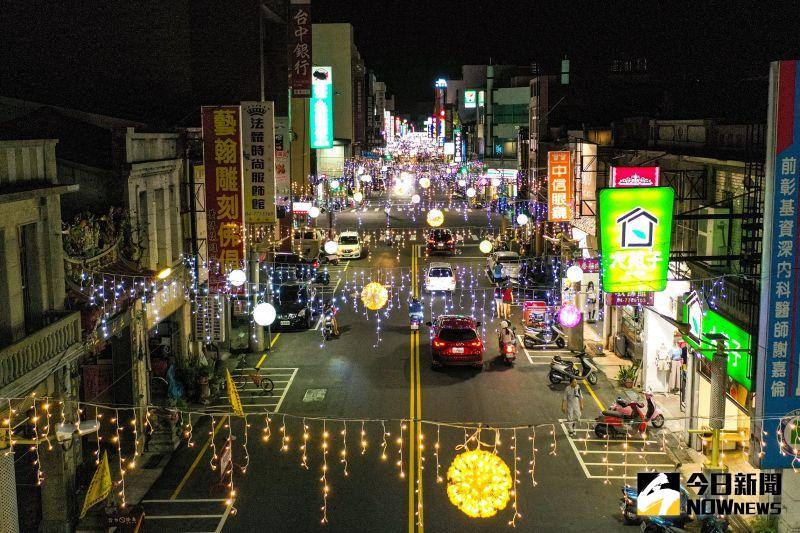 ▲今年的點燈範圍除了中山路以外、老街、藝術村也都將會趕在端午之前,陸續完成佈燈與試燈。(圖/記者陳雅芳攝,2020.06.22)