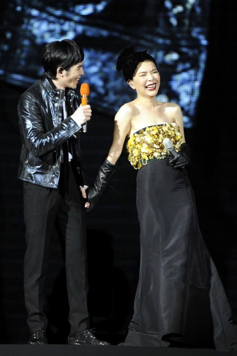 ▲張清芳在娛樂圈人緣極好,蕭敬騰(左)也是好友。(圖/翻攝張清芳臉書)