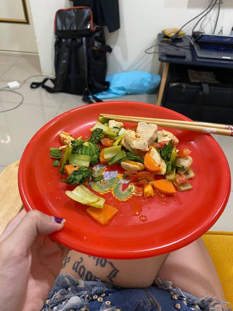 ▲網友分享自己美國朋友最愛用這款「台灣特色」碟子盛食物,讓她好尷尬。(圖/翻攝自爆怨公社)