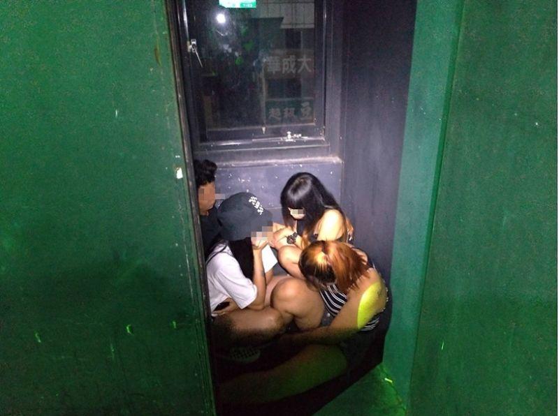 東協廣場舞廳暗藏密室 逃逸移工遇警臨檢擠一團