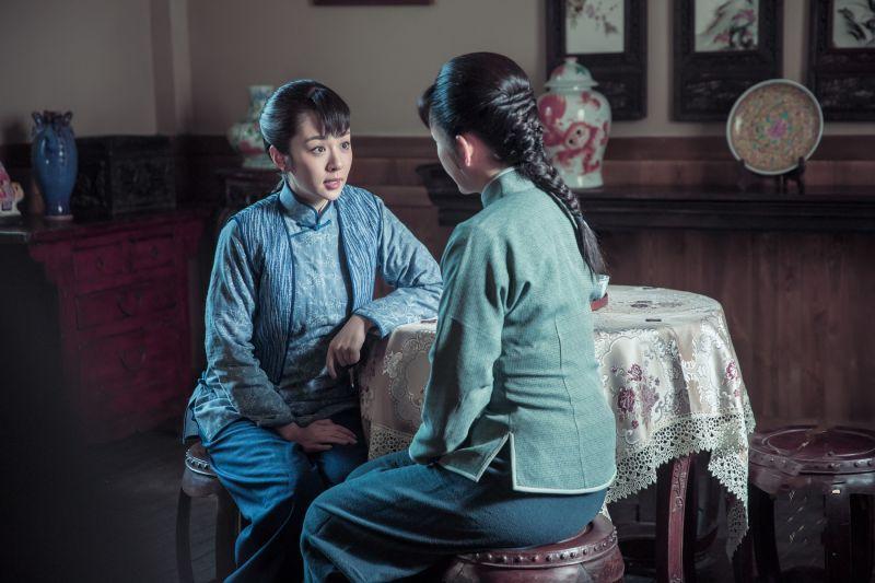 ▲王曉晨(左)、秦海璐明爭暗鬥,上演東北版《甄嬛傳》。(圖 /  緯來提供)