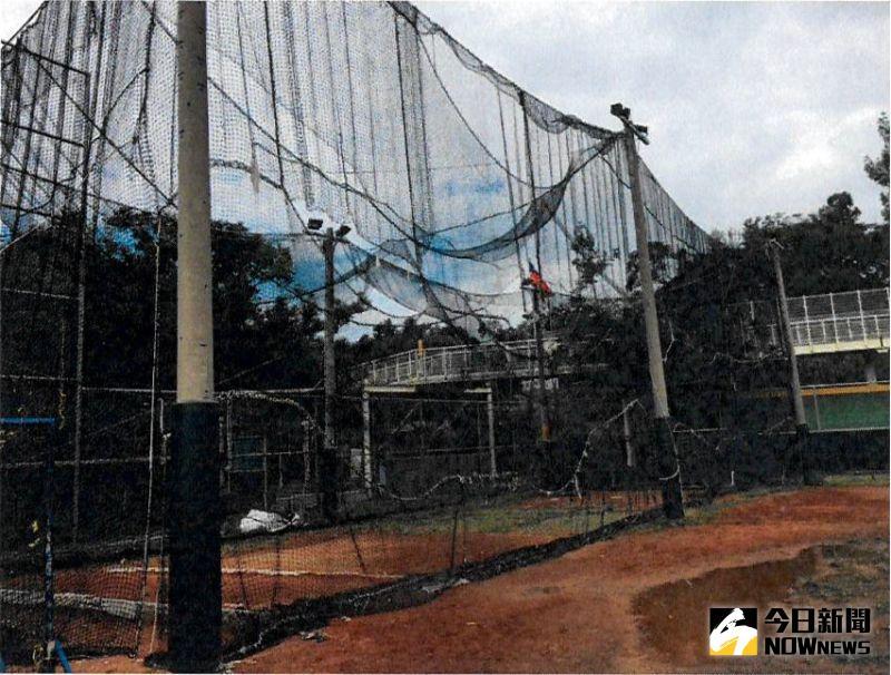 ▲八卦山棒球場2007年曾全面整修,增設辦公室、圍網等附屬設施,已經破爛不堪。(圖/記者陳雅芳攝)
