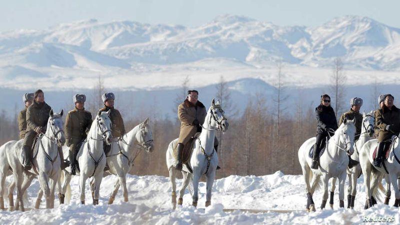 ▲北韓領導人金正恩去年前往長白山拍攝紀錄片,就是為了強調其源自檀君的「長白山」血統。(圖/翻攝自