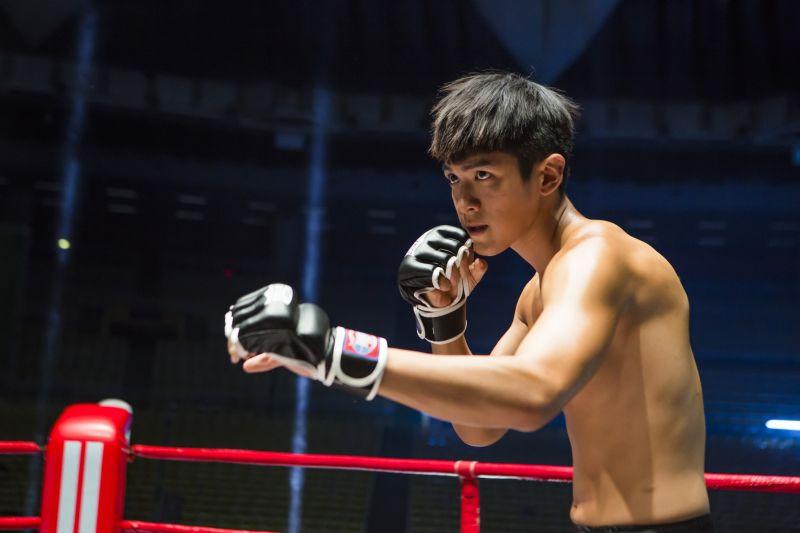 ▲▼柯震東(上圖)在片中扮演拳擊手,對林依晨相當癡情。(圖/傳影互動)