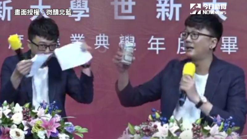 影/世新傑出校友上台撕講稿 致詞邊喝台啤還惹哭網友