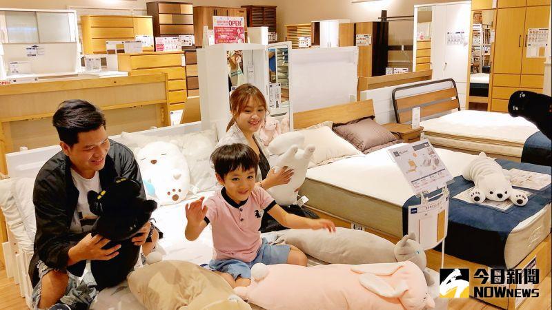 ▲「宜得利家居」於新光三越左營店設立全新櫃位,店內有約八成商品是與日本同步販賣的自家開發商品。(圖/記者陳美嘉攝,2020.06.25)