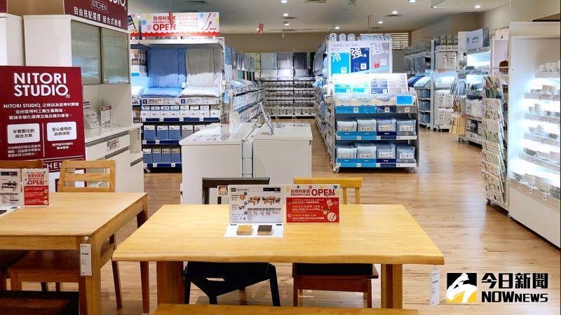 ▲「宜得利家居」店內有約八成商品是與日本同步販賣的自家開發商品。(圖/記者陳美嘉攝,2020.06.25)