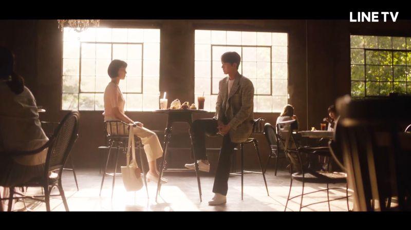 ▲▼朴海鎮(上圖右)與韓智恩劇中談戀愛。(圖/LINE
