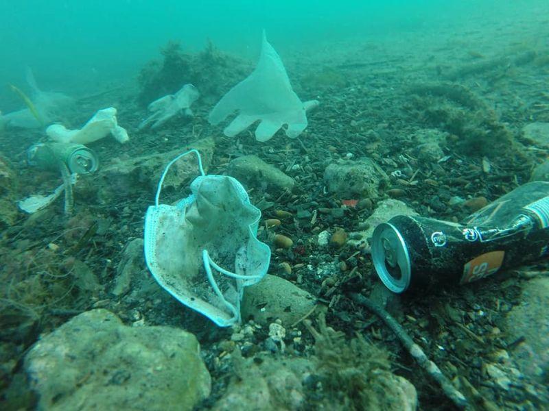 ▲海洋遭到廢棄醫療用品污染。(圖/翻攝自《