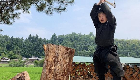 ▲三橋玄一成為日本第一位「忍者研究生」畢業者。(圖/翻攝自《JapanTimes》)