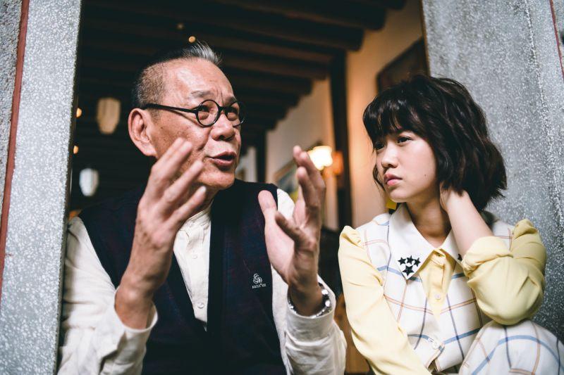 ▲龍劭華(左)飾演老管家。(圖