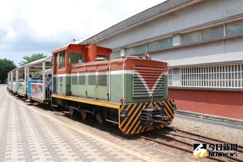 ▲經過一個上午全力搶修,軌道提前修復完畢,觀光列車也重新換上火車頭。(圖/記者陳雅芳攝,2020.06.27)
