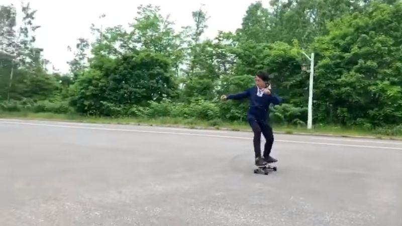 影/梁朝偉「玩滑板」慶生!<b>劉嘉玲</b>為他做一件事超閃