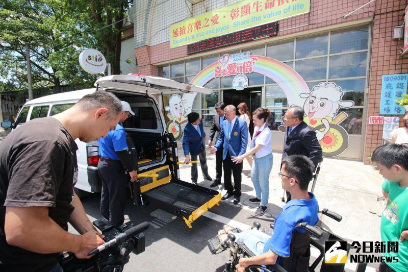 ▲身心障礙朋友每天需依靠三輪車、電動輪椅、或家長接送。(圖/記者陳雅芳攝,2020.06.28)