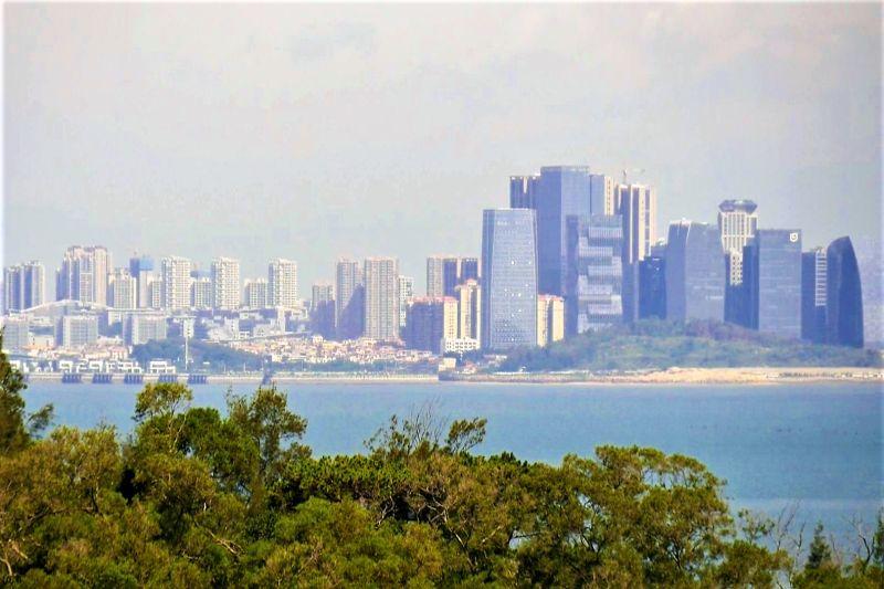 ▲從房內可遠眺金廈海域的美麗海景。(圖/記者蔡若喬攝)。