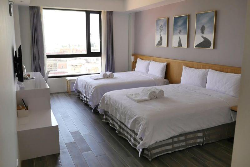 ▲將整片大落地窗導入每一個房間,營造舒適的景觀。(圖/記者蔡若喬攝)