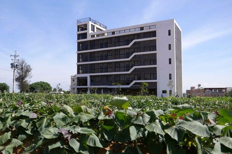 ▲成秀文旅高五層樓,有有15間舒適景觀房。(圖/記者蔡若喬攝)