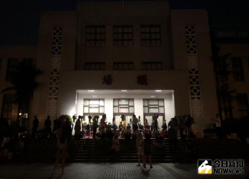 ▲藍委不滿監察委員提名,28日突襲攻佔立法院議場。(圖/記者陳明安攝)