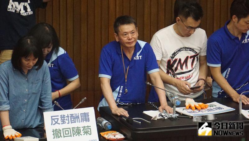 不滿監院提名人事案,國民黨立委攻佔立院議場。