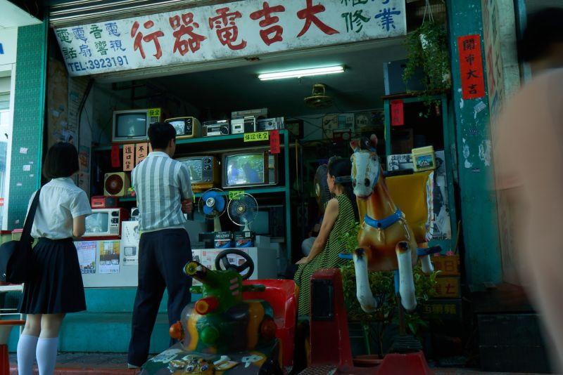 ▲「家‧如常」品牌形象影片凸顯出台灣被世界孤立卻堅毅不拔的精神。(圖/中信提供)
