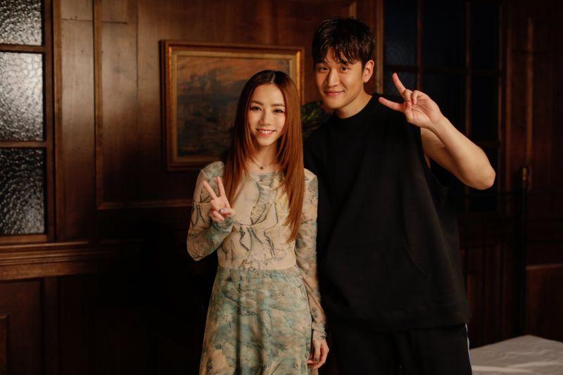 ▲鄧紫棋(左)與周興哲一起合作拍攝MV。(圖/索尼音樂提供)