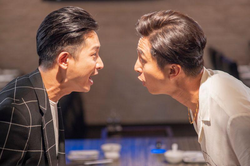 ▲Darren(左)、王少偉臉貼太近狂笑場。(圖/公視提供)