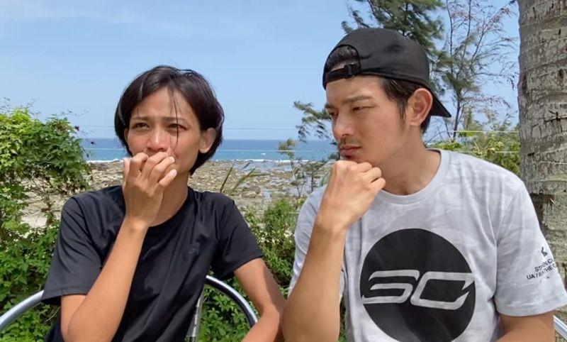 ▲宥勝(右)與蕾媽分享結婚5年的心路歷程。(圖/宥勝臉書)