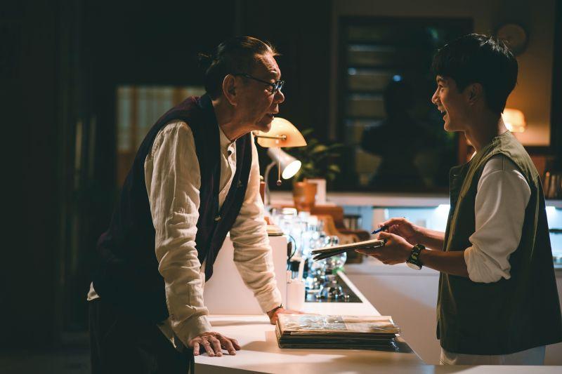 ▲龍劭華(左)、李冠毅演出《老姑婆的古董老菜單》。(圖/華視提供)