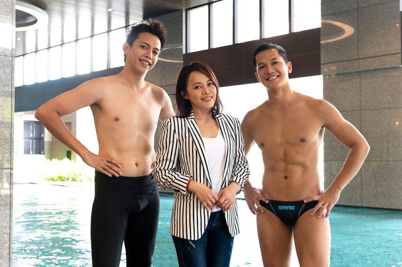 男星穿三角泳褲展腹肌 <b>戴愛玲</b>臉紅伸手驗貨