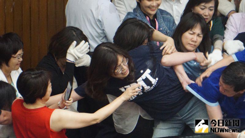 ▲藍委攻佔立法院議場,突襲行動20小時告終。(圖/記者呂炯昌攝)