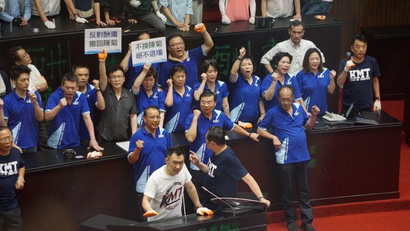 ▲立法院國民黨團29日在議場對民進黨肢體攻防。(圖 / 記者呂炯昌攝)