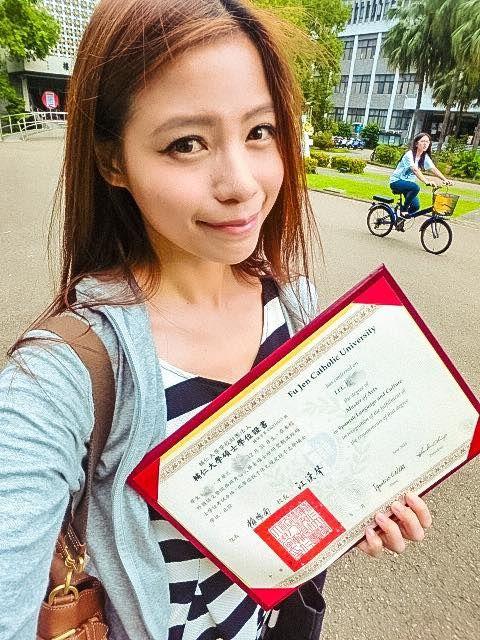 ▲蘿莉塔無奈貼出2大鐵證,證明自己畢業於輔大西文所。(圖/蘿莉塔臉書)