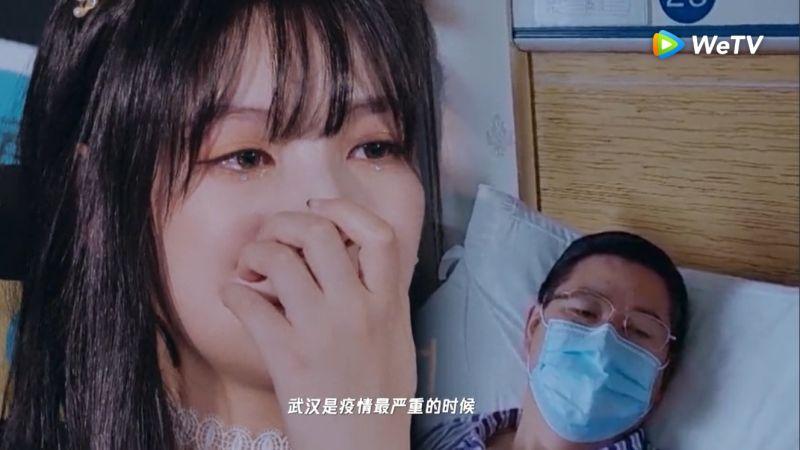 ▲父親在病床上錄製影片隔空替趙粵助陣。(圖/ WeTV提供)