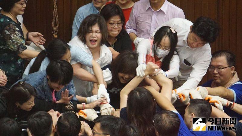 國民黨佔領立院議場只撐20小時就被綠營清場