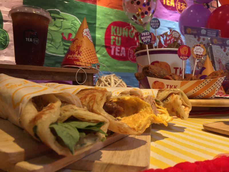 ▲新店面開幕同時,系列早餐也同步上線,包含蔥抓餅及漢堡系列。(圖/記者黃仁杰攝,2020.06.30)