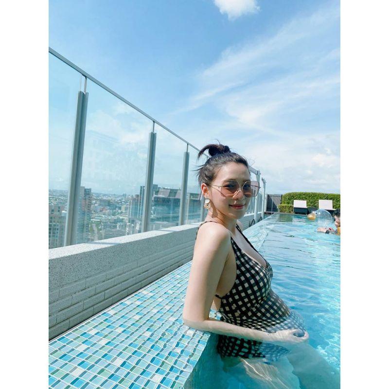▲王思平孕婦穿搭與絕美泳裝照。(圖/王思平臉書)