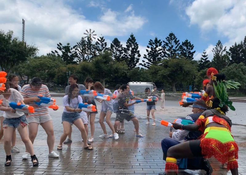 全台最大冰霧派對來襲 19歲以下免費暢玩主題樂園