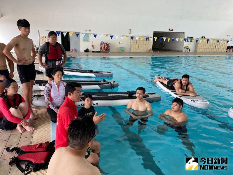▲教練為學員們講解注意事項。(圖/記者陳雅芳攝,2020.06.30)