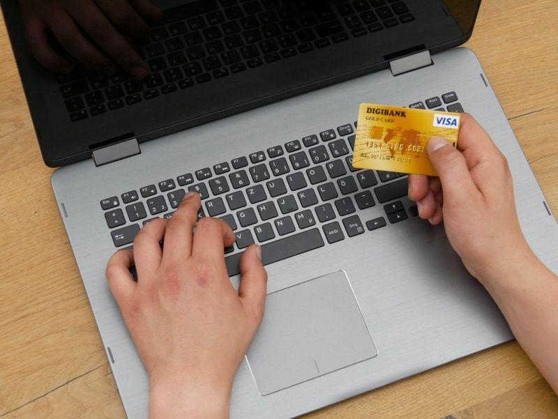 海外網購夯 <b>海關</b>開放線上查詢免稅次數