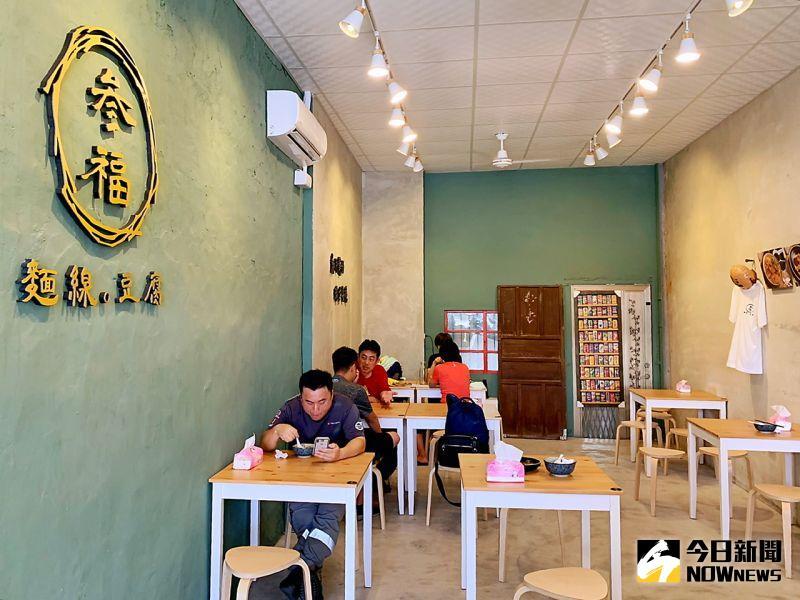 ▲位於小港路上的「參福麵線豆腐」有令人耳目一新的驚喜,簡潔俐落的店妝充滿文青氣息。(圖/記者陳美嘉攝,2020.07.01)