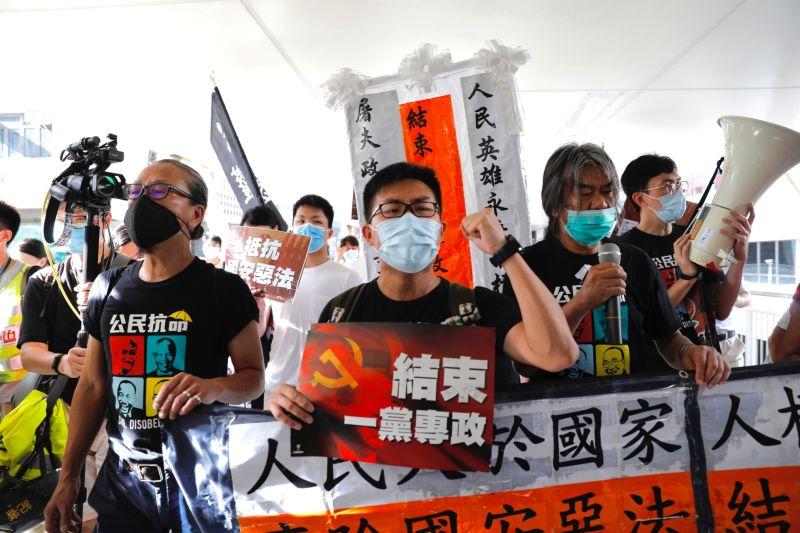 ▲就在香港主權移交23周年前夕,中國全國人大常委會昨天上午以162票全票通過「港版國安法」,引發高度爭議。(圖/美聯社/達志影像)